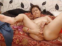 granny-anal-fingering