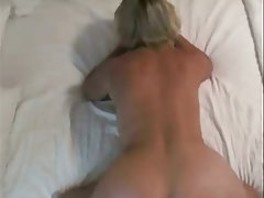 Mom doggystyle amateur